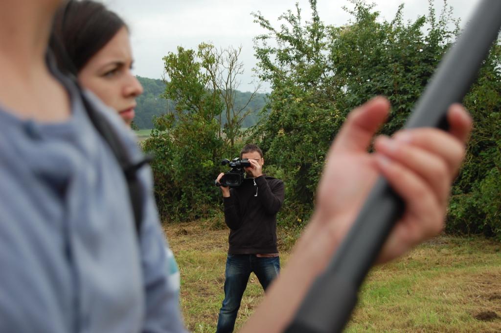 Maxime aus Frankreich filmt für die Dokumentation des Journalistenseminars. © Barbara Hiller