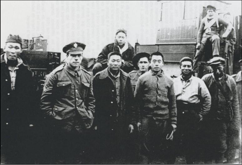 En 1917, 150.000 chinois, aussi appelés « coolies », sont engagés par l'armée britannique pour aider à l'effort de guerre.