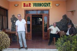 Sotiraq Mitre devant le Café français