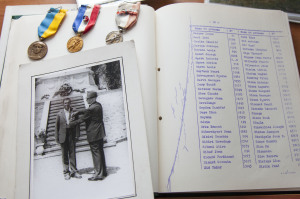 Remise de médaille au père de Jani Kurteski