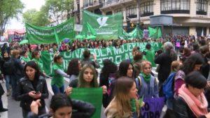 La ville des foulards verts